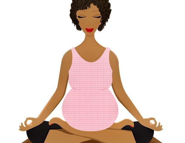 pregnant-woman-meditating